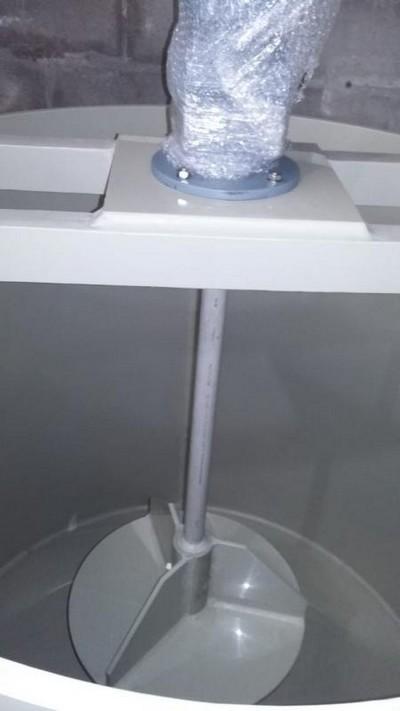 Tanque misturador para produtos de limpeza